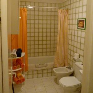 Туалет справа в коридоре